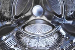 Hemden in der Waschmaschine waschen