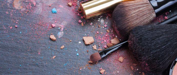make up flecken entfernen alle infos zum beseitigen von make up. Black Bedroom Furniture Sets. Home Design Ideas