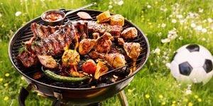 essen auf grill im gras