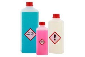 flaschen mit warnetiketten