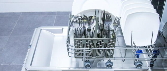 Spülmaschine mit sauberem Geschirr