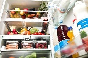 kühlschrank voll mit essen