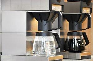 Filterkaffeemaschine mit Wasser