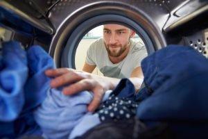waschmaschine mit wäsche befüllen