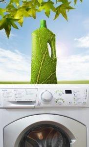 umweltfreundliches Waschmittel auf einer Waschmaschine
