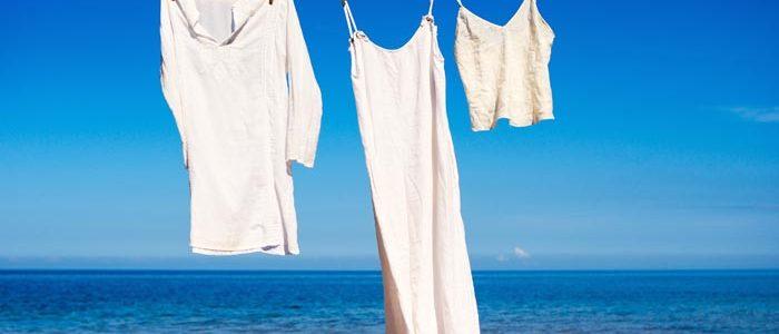 Hemd, Kleid und Top aus Leinen auf der Leine