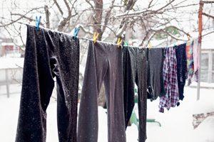 Wäsche im Winter auf der Leine