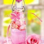 rosen duft in einer flasche